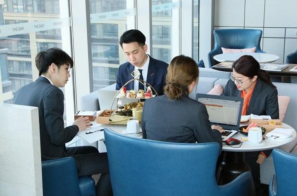 """""""返工氛围组""""将会议室搬进餐厅 申城下午茶预订暴涨"""