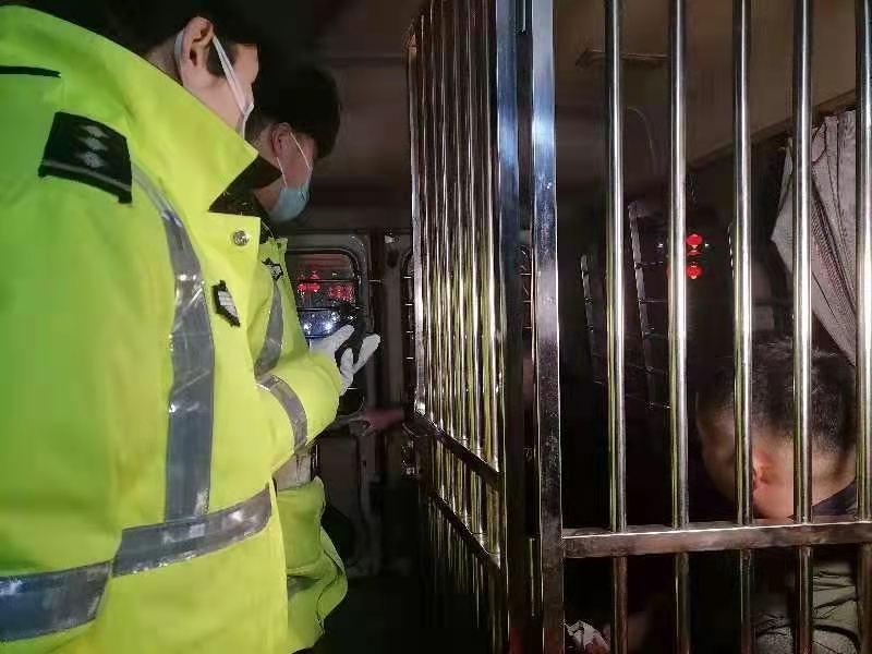 北京211处岗位同时夜查,多位酒司机落网,洋相百出……图片