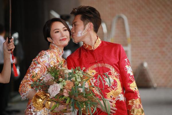 """33岁TVB女星""""小黎姿""""汤怡举行婚礼 郭富城、杨受成到场庆贺"""