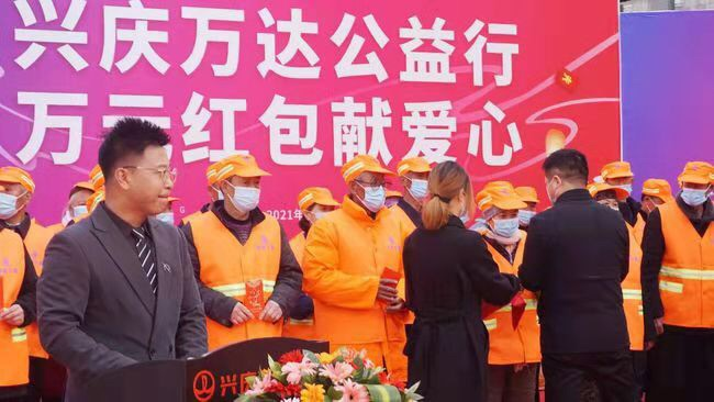 银川60位环卫工人元宵节领到2万元慰问红包