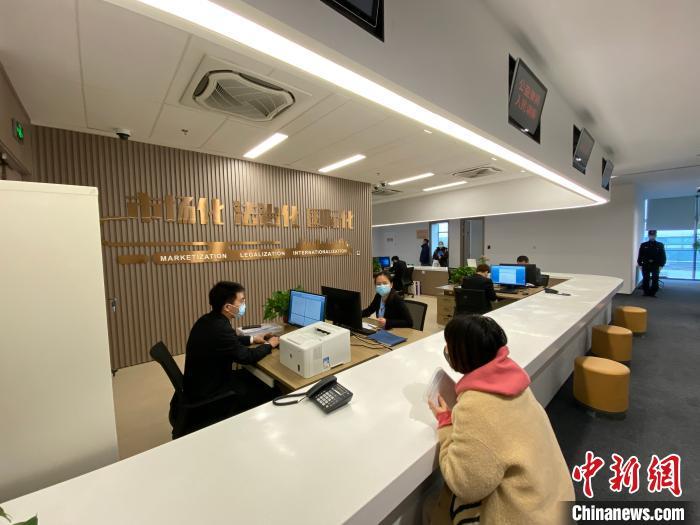 """江苏自贸区南京片区法庭挂牌:""""互联网+科技""""庭审提供高效司法服务"""