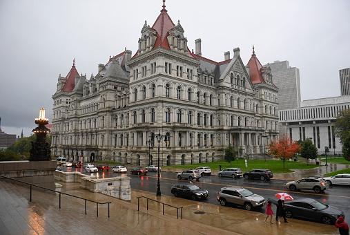 纽约州州长科莫:曾经完美州长,现却丑闻缠身,政治前途阴云笼罩