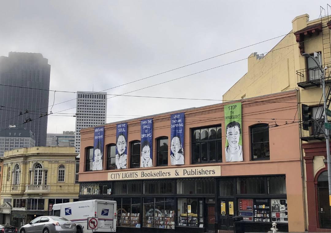 """""""城市之光""""书店创办人劳伦斯·费林盖蒂去世,美国""""垮掉派""""诗人渐次落幕"""