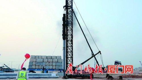 厦门新会展中心完成首根工程桩施工