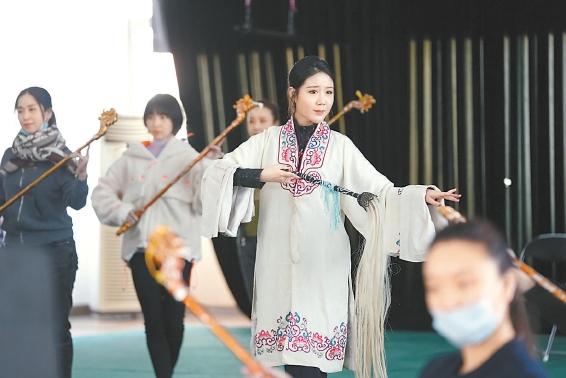 """北京京剧院紧锣密鼓排练新剧《嫦娥奔月》 """"奔月""""在即,""""嫦娥""""还在精雕细琢"""