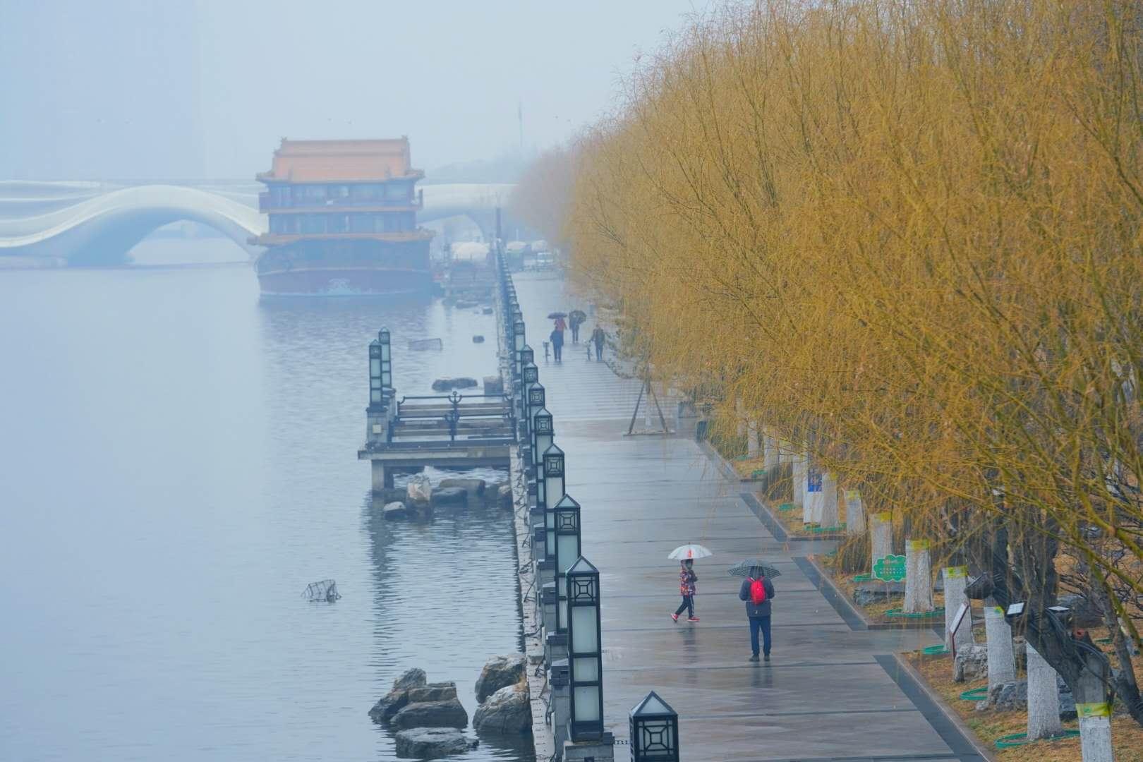 京城大运河堤:小雨如酥,恰似江南烟雨中