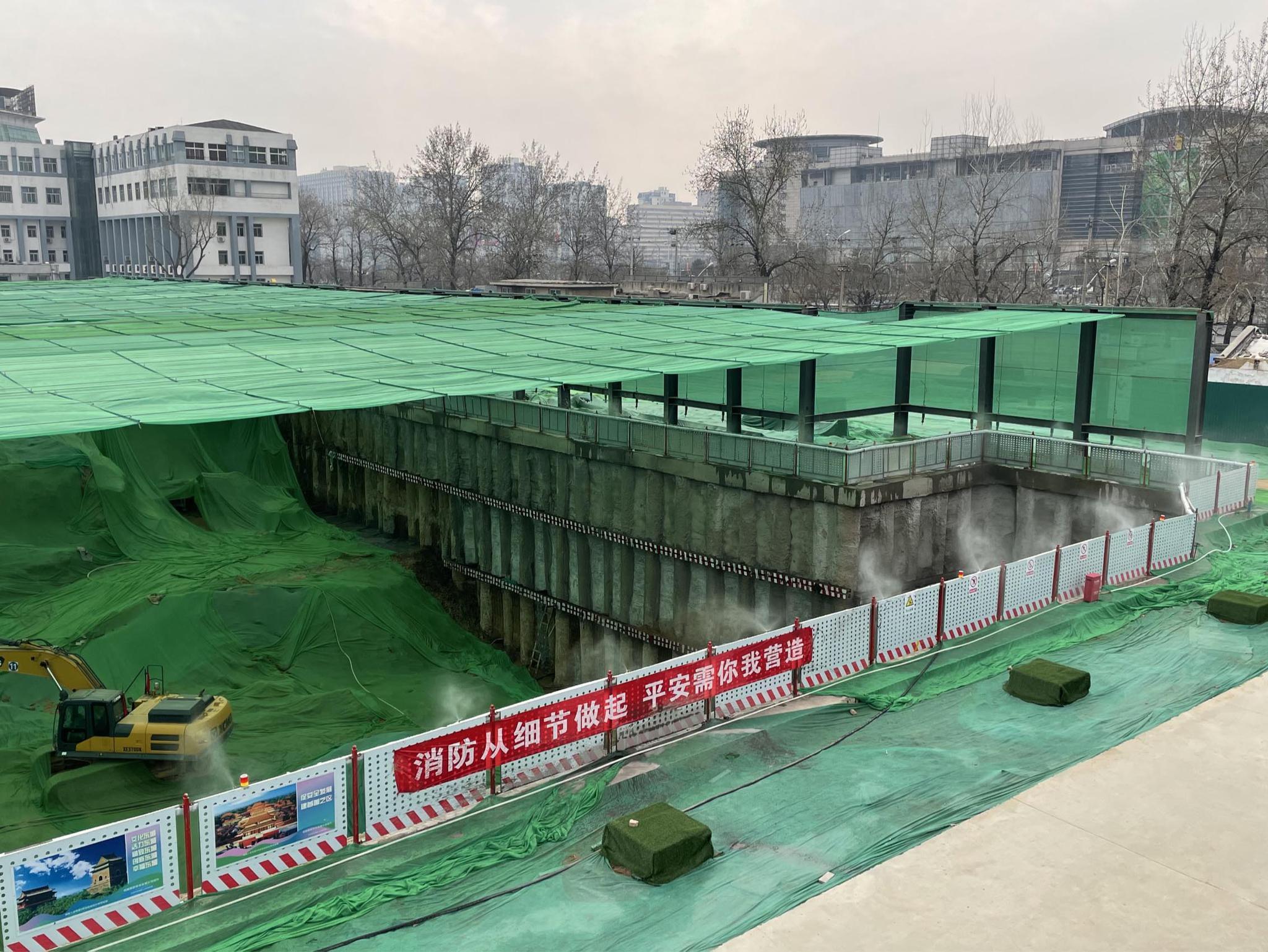 """3000余在施工程加大扬尘管控,危改项目基坑罩上""""天幕""""防尘网"""