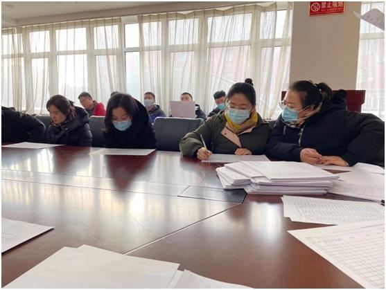 岫岩县教育局志愿服务队深入社区做好疫情防控排查登记工作