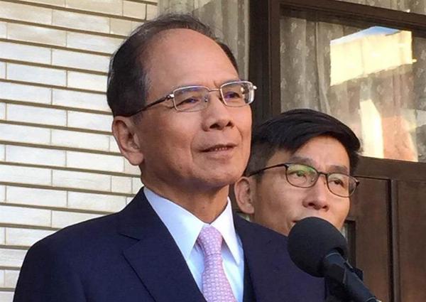 """游锡堃称下令让公务员修""""台湾史"""" 遭批""""把公务员当民进党家奴"""""""