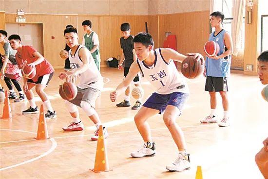 国家级教练助阵广州中小学生篮球训练营