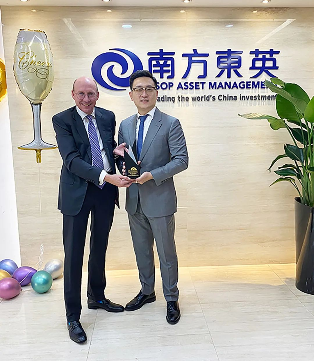 南方东英首次荣获亚洲私人银行家大奖