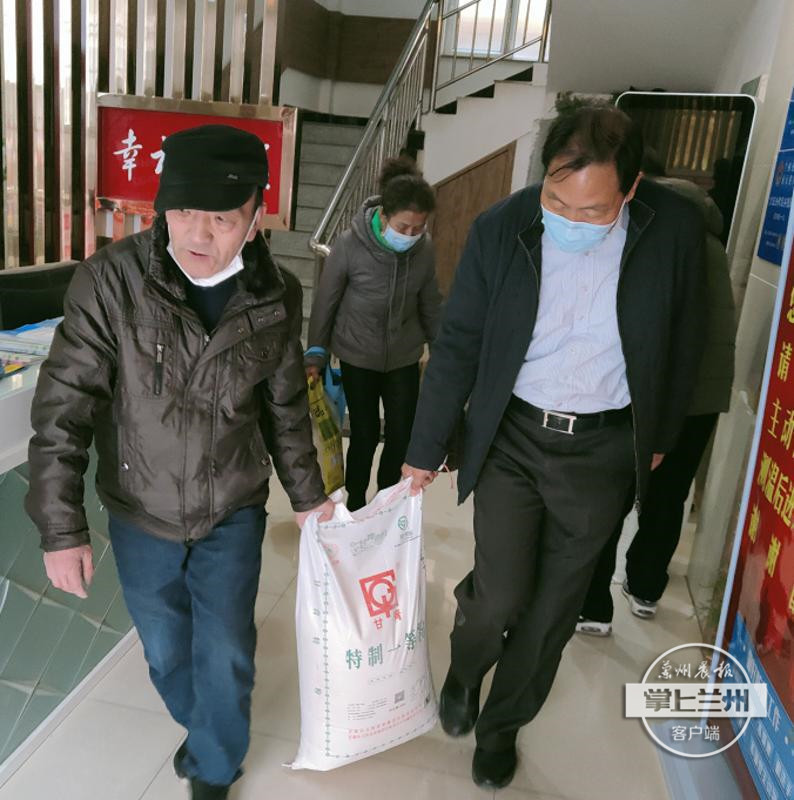 """暖心!贡院巷社区123户居民收到企业新春""""礼包""""-渭河源官方网站"""