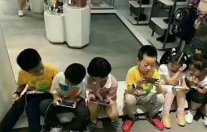 侠客岛:禁止中小学生带手机进校园,早该这样了图片