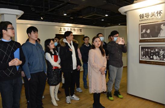 北大学生走进上海沪剧院新址,唱起沪剧,读起《繁花》