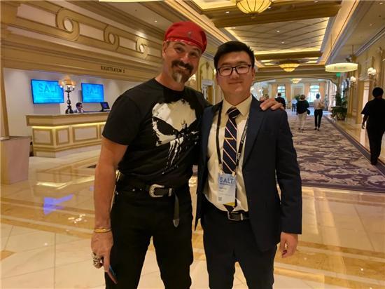 老虎证券「虎友说」:受霍华德·马克斯启发,如今他是洛杉矶最年轻的基金经理