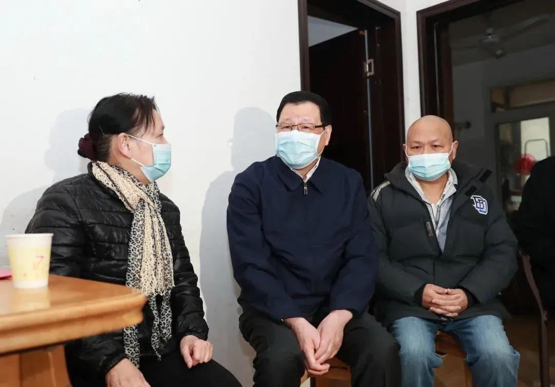 湖北省委书记应勇,登门看望新冠肺炎康复者等图片