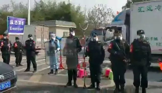 "BBC将反恐练习视频作为中国防疫部分""暴力法律""新闻播出(图源:BBC)"