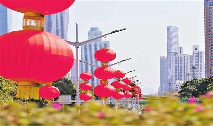深圳街头巷尾张灯结彩 公园社区花团锦簇