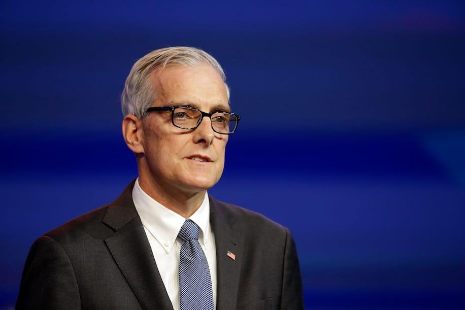 美国参议院确认丹尼斯·麦克唐纳担任美国退役军人事务部部长职务