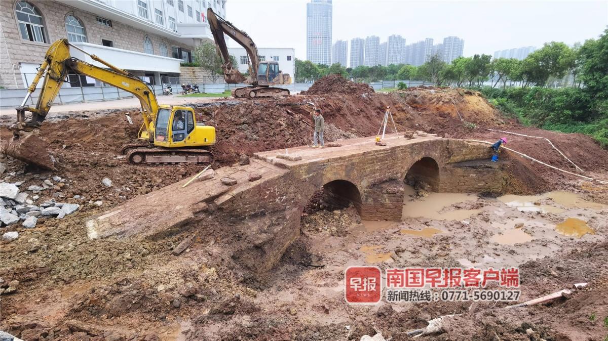 钦州一古桥被埋16年后重见天日 刘永福曾捐款重修