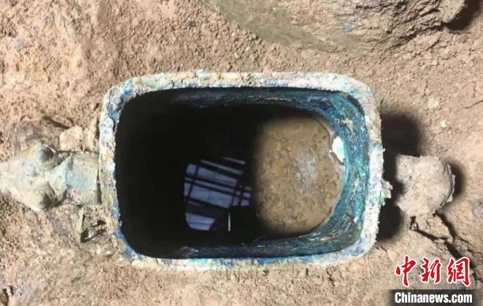 垣曲北白鹅墓地铜壶及液体残留物质 山西省考古研究院供图