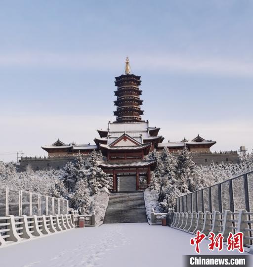 """一场降雪让山西网友在社交平台又纷纷晒起""""雪景照""""。 秦永红 摄"""