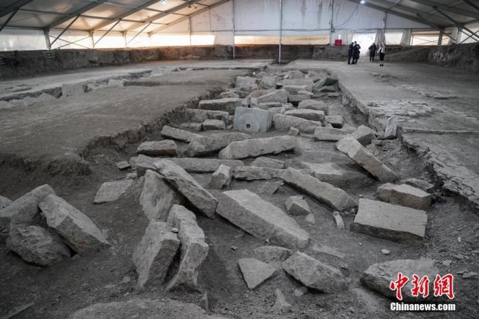 资料图:图为大宫门遗址挖掘现场挖掘出的玉石路。中新社记者 崔楠 摄