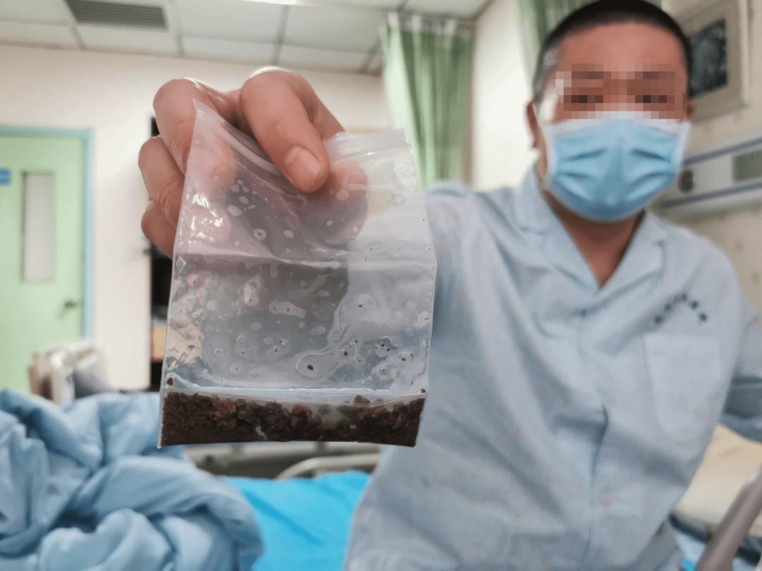 男子西安就医发现左肾萎缩,右肾结石