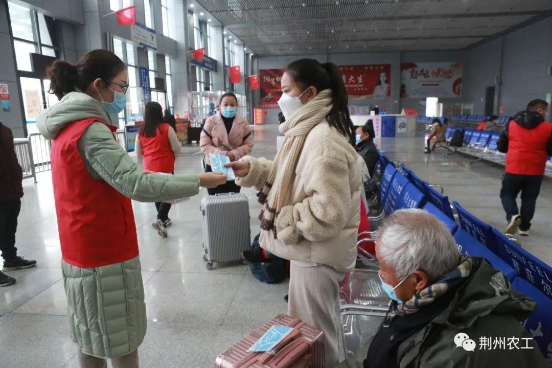 开展疫情防控宣传,农工党石首总支助力旅客平安出行