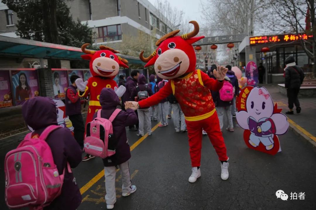 北京百万中小学生雪中返校
