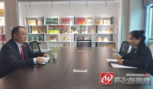 怀化市中级人民法院走访在怀全国人大代表朱登云和杨尚真