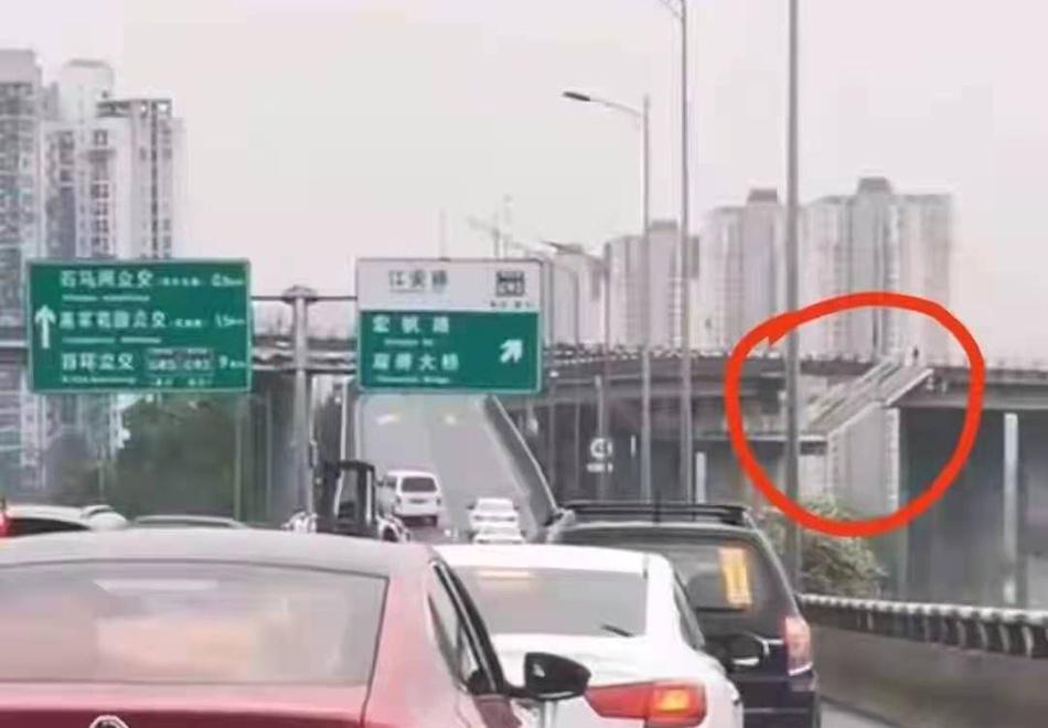 双碑大桥出现断裂?重庆应急局:谣传,系人行天桥楼梯图片