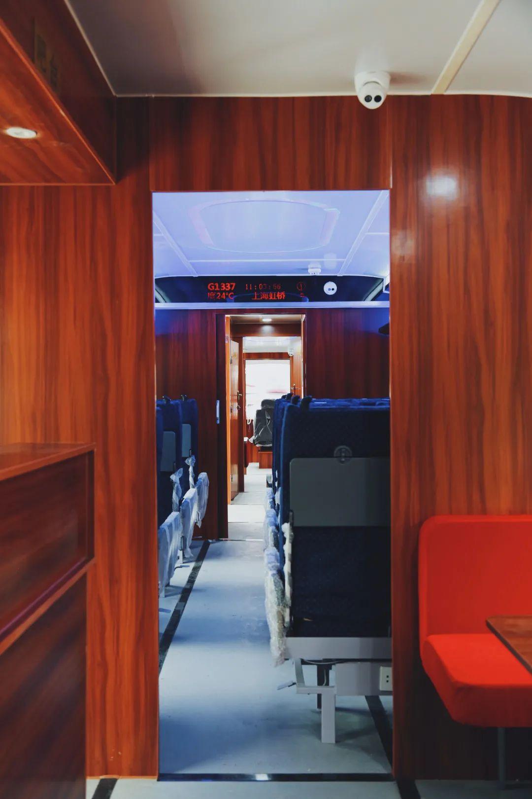 搭客车厢图: 工庆理重院业学职。