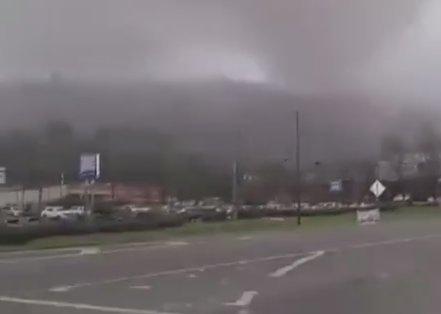 美国亚拉巴马州遭龙卷风侵袭 造成至少3死2伤