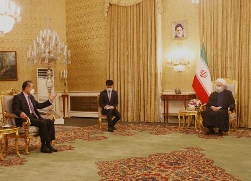 伊朗总统鲁哈尼会见王毅图片