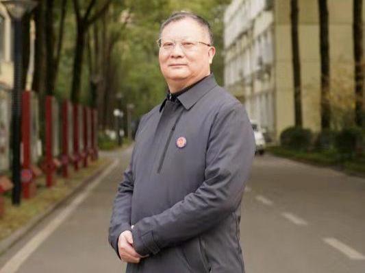成都外国语学校校长龚智发:要送超过300名学生进清华北大丨封面天天见·校长来了
