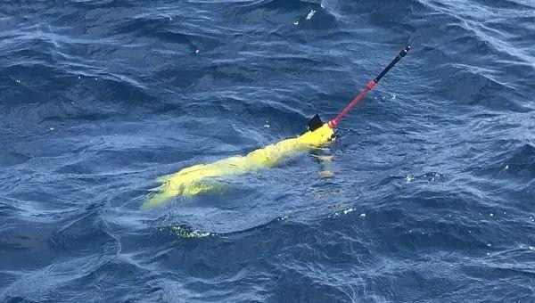 """十公斤级""""海翼1000mini""""水下滑翔机完成海上试验"""