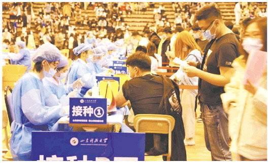 青岛西海岸新区中医医院为山东科技大学学生接种。