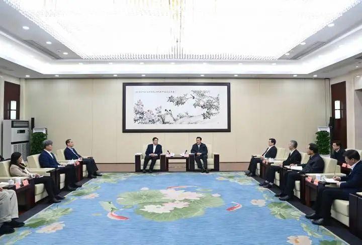 浙江与北京大学签署战略合作协议 袁家军会见邱水平图片