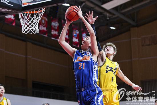 四连胜!上海男篮112比97战胜苏州肯帝亚队