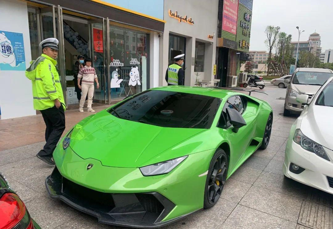 """新兴公安交警查获一辆""""炸街""""扰民跑车"""