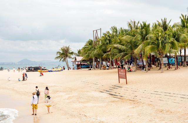 三亚湾上的美丽小岛,至今仍有渔民居住,当地语言和闽南语类似