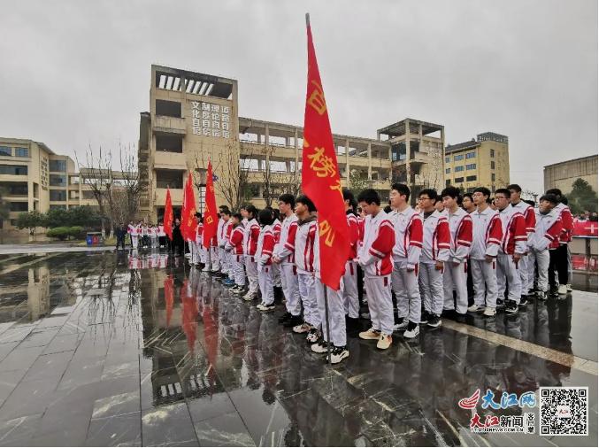 北师大新余附属学校举行高考冲刺誓师大会(图)