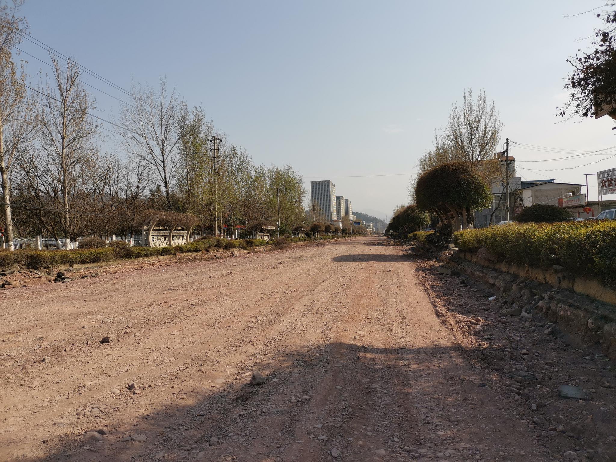 四川西昌因施工挖断供水管道 当地正在积极抢修