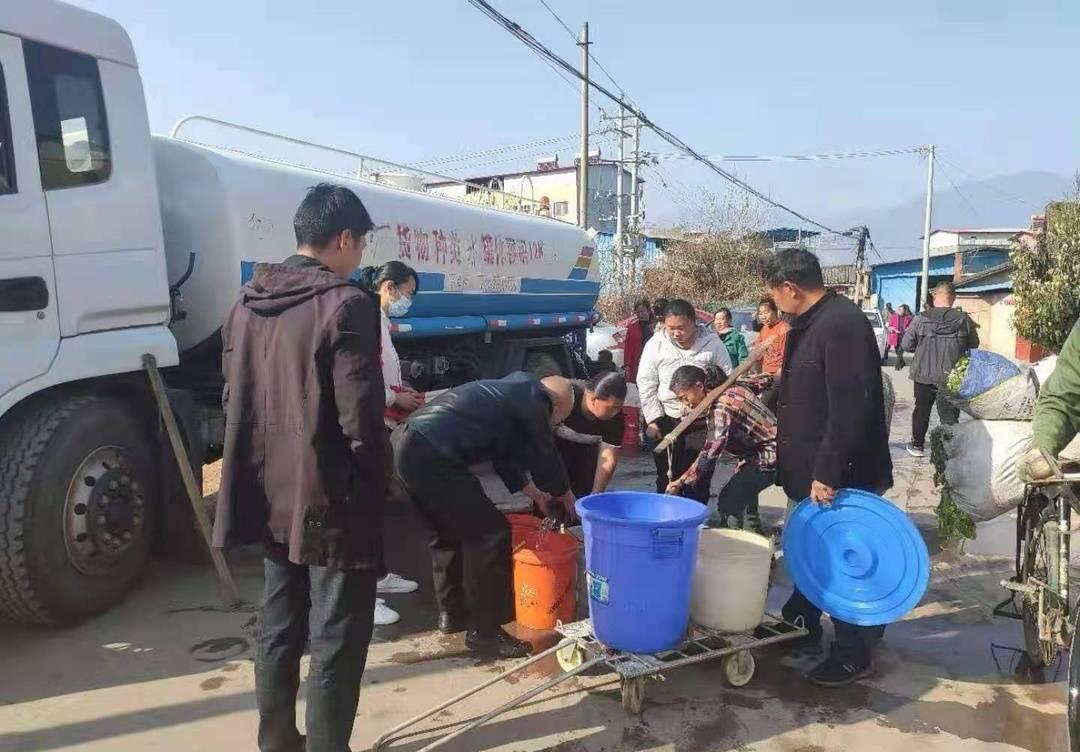 云求助丨四川西昌道路改造挖断水管后续:当地全力抢修并为村民送水
