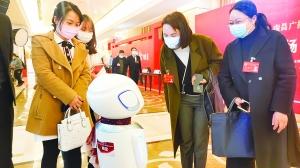 """南昌全媒体中心机器人记者亮相两会机智回答实力""""圈粉"""""""