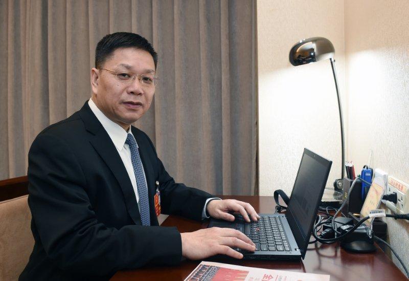 全国人大代表、华海药业总裁陈保华:健全药品专利链接制度