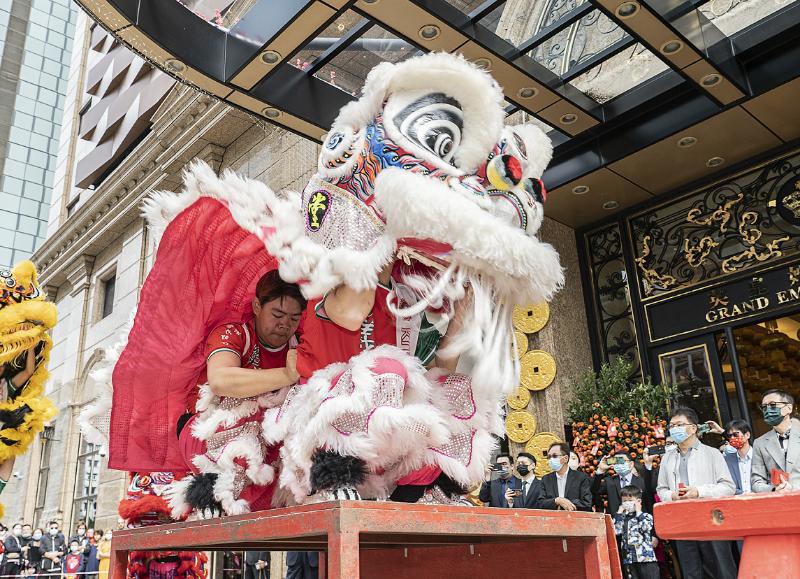 """【高校团荐】舞狮舞出国门,扯铃遇上电子乐……这些社团让传统文化""""活""""起来传下去"""
