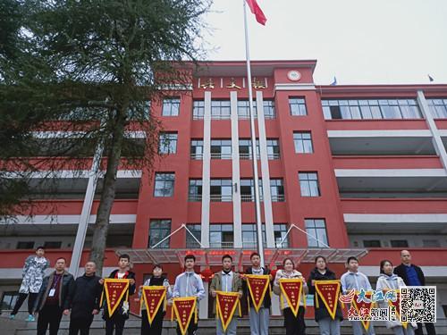 芦溪县宣风镇中学举行新学期第一次升旗仪式(图)