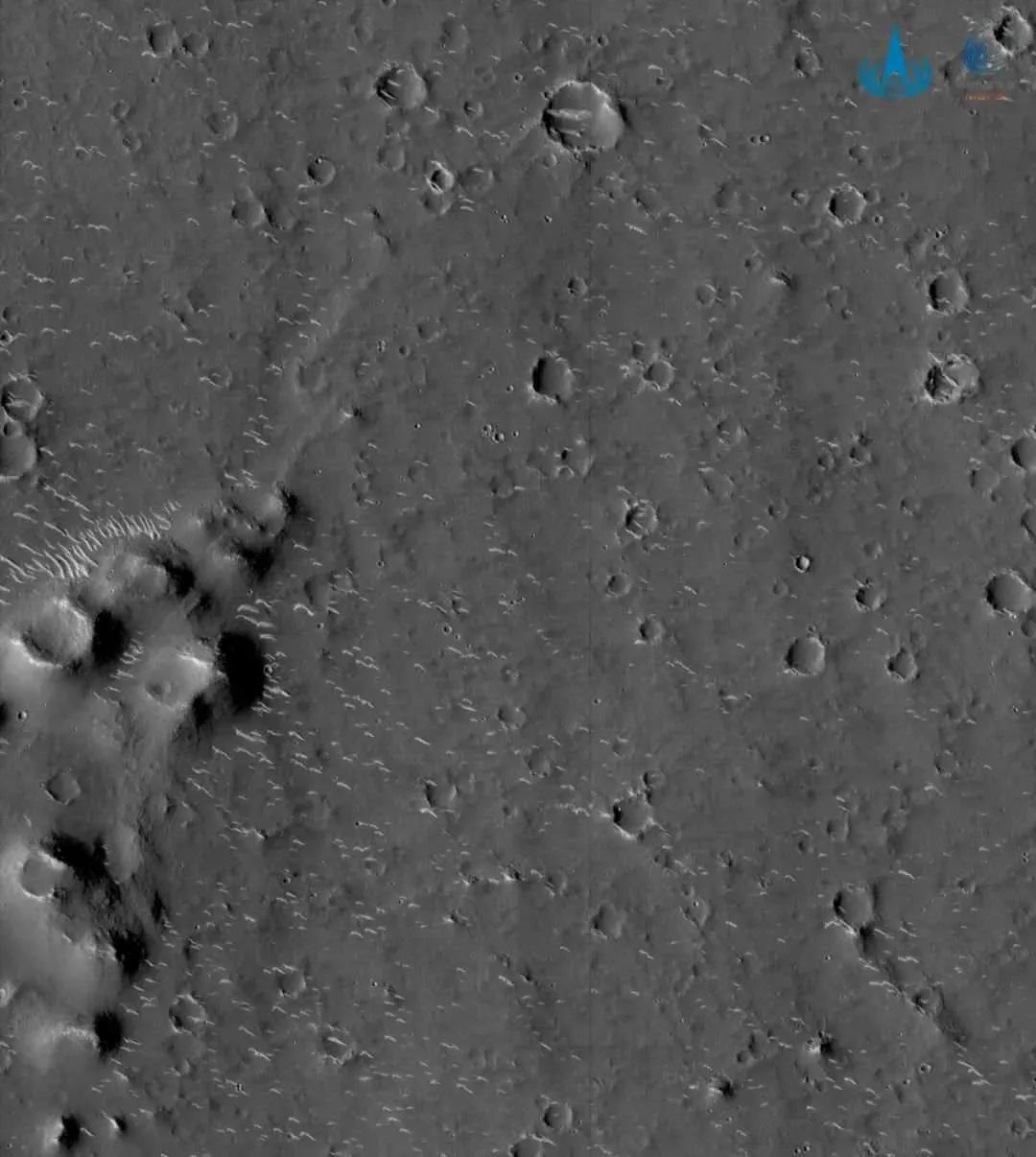 """天问一号火星图上的""""小白条""""是什么?科学家告诉你图片"""
